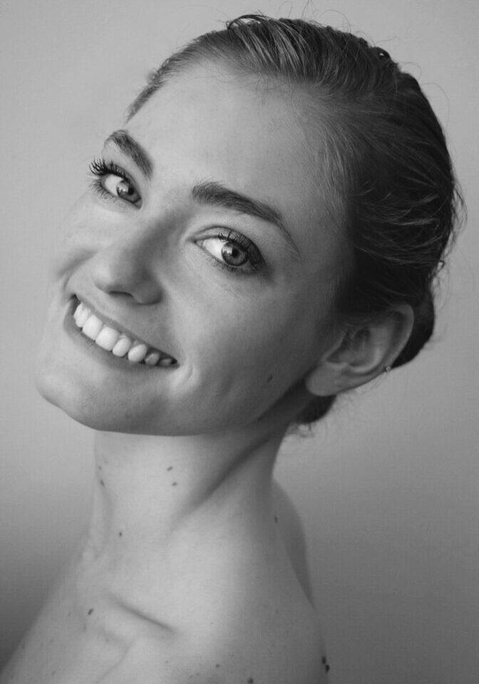 Jill Signer Headshot